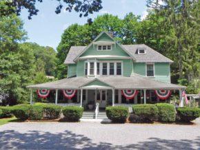 Vine Cottage Inn Exterior